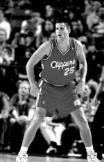 Huntington resident Logan Vander Velden, pictured here as a member of the Los Angeles Clippers during the 1995-96 NBA season, recently started offering basketball clinics for area youth, imparting hoops knowledge from a long professional playing career.