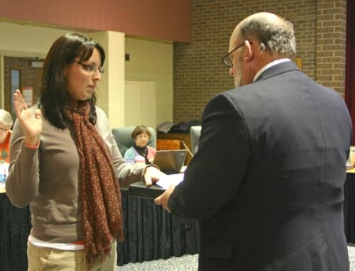 New school board member Holly Thompson (left) is sworn in by Huntington Mayor Brooks Fetters following her election on Monday, Jan. 14.