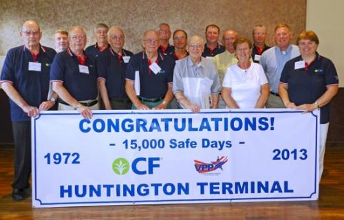 CF Industries' Huntington Terminal employees, past and present, gather to celebrate their achievement of 15,000 safe days — more than 41 years — without a lost time accident.