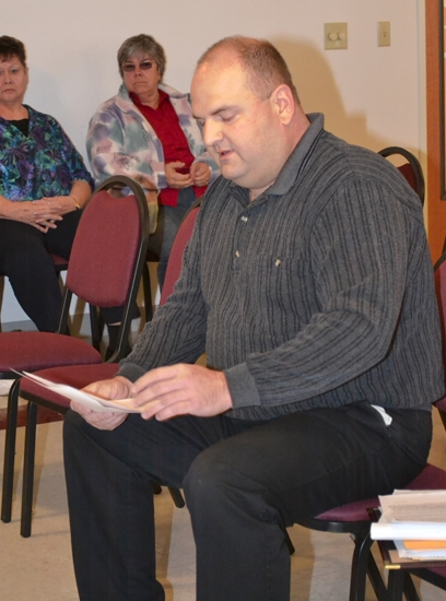 Andrews Deputy Marshal Lon Whitted reads his letter of resignation to the Andrews Town Council on Monday, March 14.